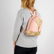 Городской стильный , кожаный рюкзак - для модных женских образов тренды