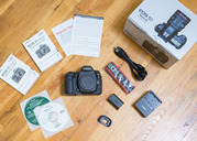Selling Canon 5D Mark III/Mark IV  24-105mm lens