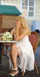 Продам ексклюзивну коктельну сукню білого кольору